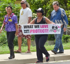 Maui councilwoman Elle Cochran (left) and Kauai councilman Gary Hooser (right) join marchers in the anti-GMO rally held on Sunday. Photo by Rodney S. Yap.