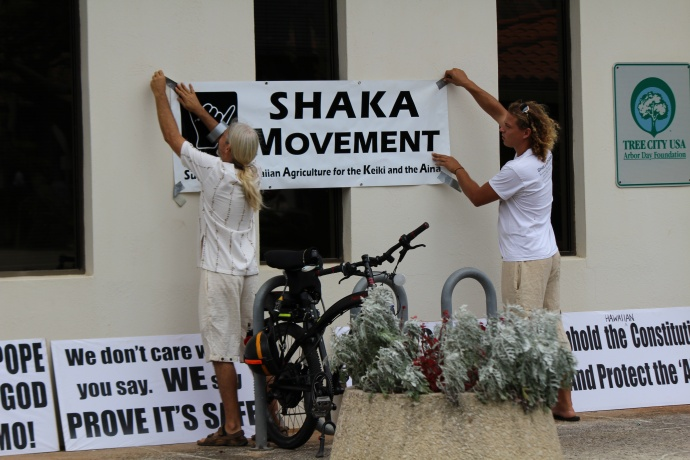 SHAKA Movement rally and petition signing, May 27, 2014.  Photo by Wendy Osher.