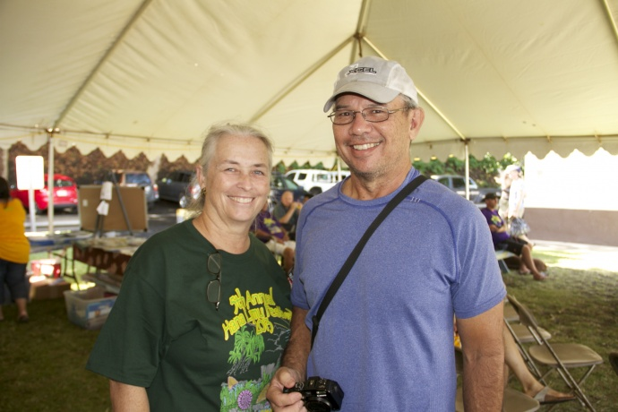 Bill Thomas (right), Director of NOAA's Pacific Island Fisheries Services Center; and Celia Smith (left), UH Mānoa Department of Botany are among the speakers at the 6th Annual Hāna Limu Festival.  Photo credit: Manuel Mejia.
