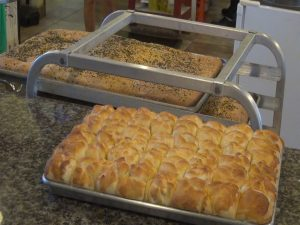 Freshly -baked focaccia and honey butter rolls at Maui Pasta Company.  Photo by Kiaora Bohlool.