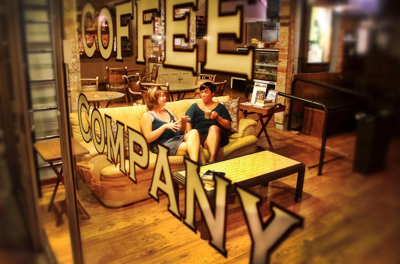 Jackie Goring and Megan Kanekoa at Wailuku Coffee Co. Shop Small Saturday happens Nov. 26, 2016.