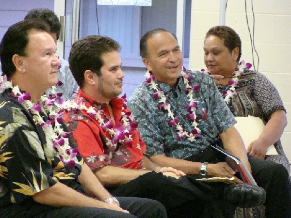 OHA officials present detail the $200 million settlement at Monday's meeting in Paukukalo.  Photo © Wendy Osher 2009.