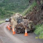 2_county-of-maui-photo_kahakuloa-rockfall_april-24_2009-2