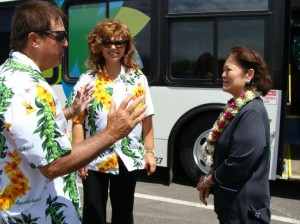 Congresswoman Hirono toured similar public buses and met with drivers at the Roberts Hawai`i base yard in Kahului.  Photo by Wendy OSHER © 2009