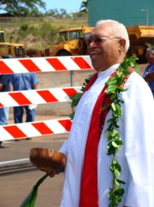 The Reverend Earl Kukahiko performs the blessing at groundbreaking site located at the Ikena Street, Lahainaluna Road intersection.  Photo by Wendy Osher.