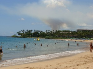 Heavy smoke could be seen from Wailea as a brush fire burned 300 acres of vacant land several miles away in Kihei. Photo by Wendy OSHER.