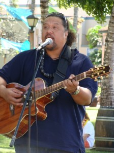 Willie K. plays a free night of music at to help raise funds for the Mo'okiha o Pi'ilani.  Photo by Wendy Osher © 2009.