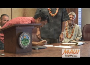 Mark Okano of Aiea became the first to sign on as a player on the new Na Koa Ikaika Maui roster during a press conference on Tuesday in Wailuku. Photo by Wendy Osher.