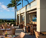 Pool bar and cafe. Ritz-Carlton Kapalua. Photo courtesy Ritz-Carlton.