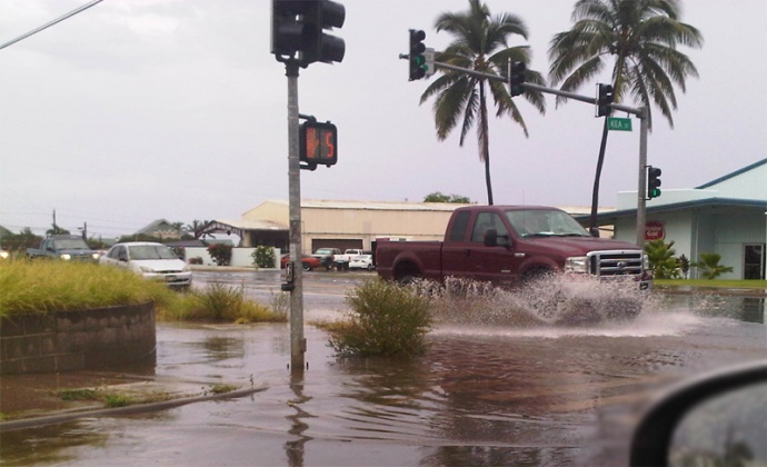Areas prone to flooding began ponding as a heavy line of showers began making its way across Maui this afternoon. Photo by Wendy Osher.