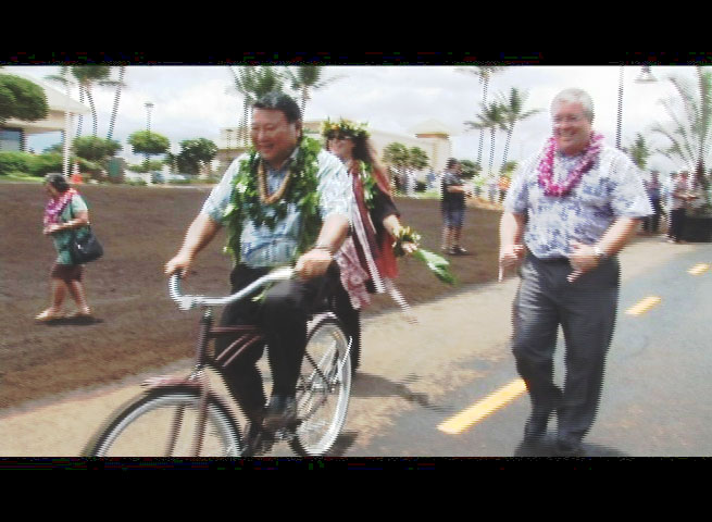 Maui Mayor Alan Arakawa is the first to roll out on the new Kihei Bikeway. file photo by Wendy Osher.