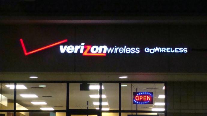 Verizon Wireless, Maui. Photo by Wendy Osher.