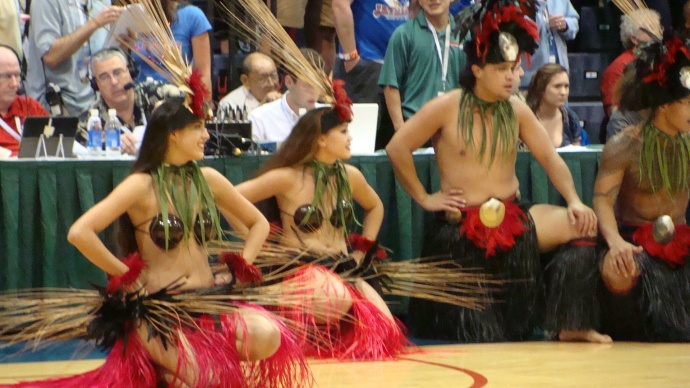 Old Lahaina Lu'au dancers.  Photo by Wendy Osher.