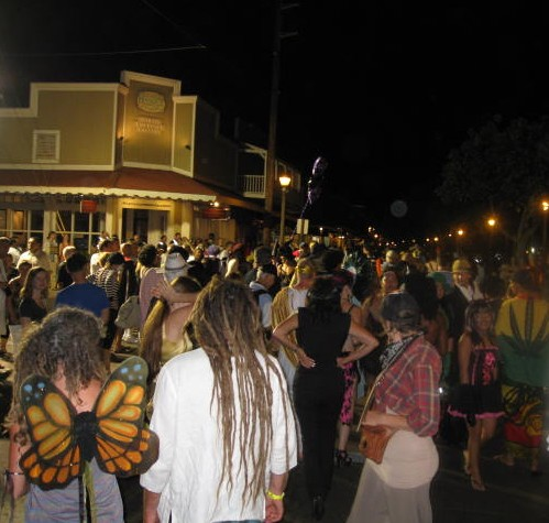 lahaina halloween 2011 crowd shot