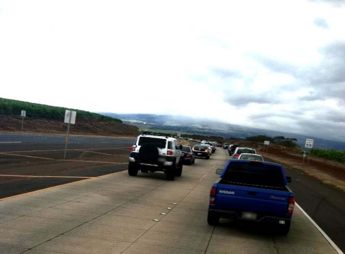 Motorists experienced a delay in travel during the Monday afternoon commute on the Haleakala Highway because of a brush fire reported near the Keahua Junction.  Courtesy photo, Kaniala Masoe.