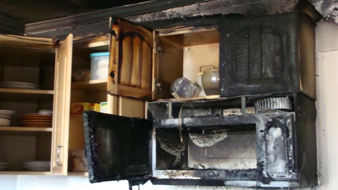 Stove fire at S. Papa Avenue home in Kahului.  Photo by Wendy Osher.+