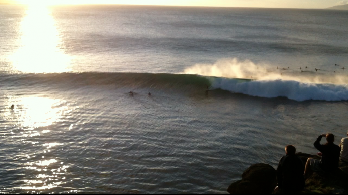 waves-surf-offshore-winds-surfers