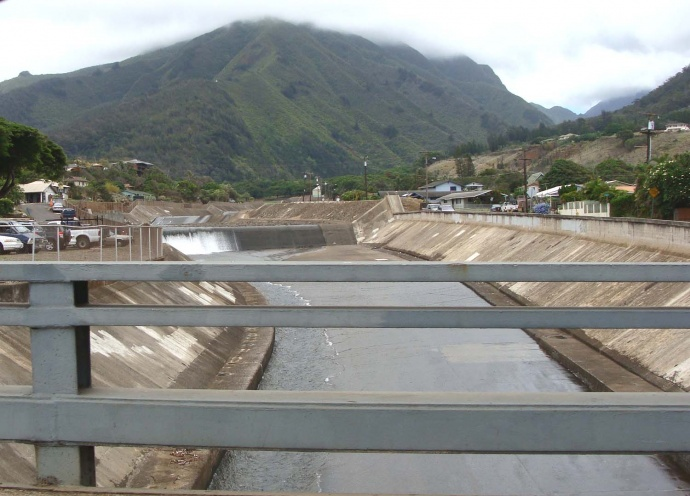Water shown flowing from the 'Iao Stream between Wailuku and Happy Valley. Photo by Wendy Osher.