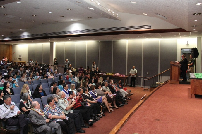Gov. Abercrombie delivers a proclamation before Hawaii's new National Board-Certified teachers. Courtesy photo.
