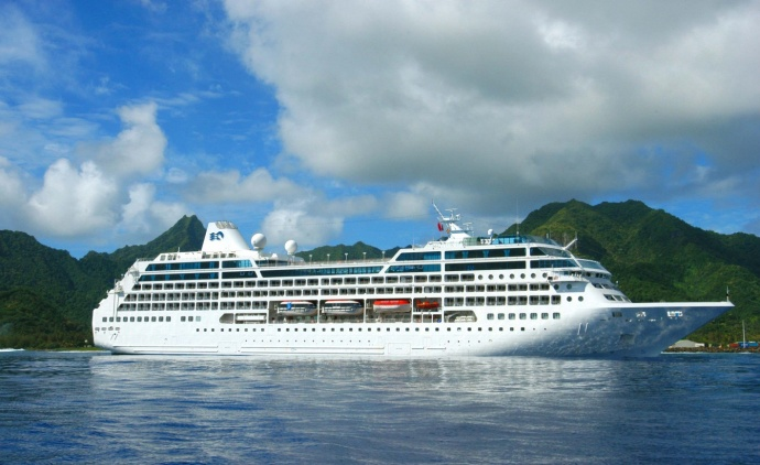 Two Resident Couples Disembark Pacific Princess on O'ahu