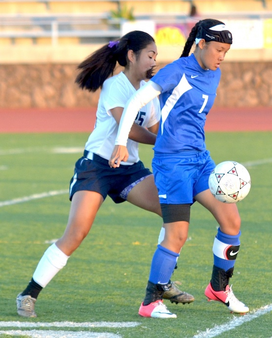 Maui High's Tiare Lucas fends off Kamehameha Maui's Kaylee Correa during second-half action Tuesday. Photo by Rodney S. Yap.