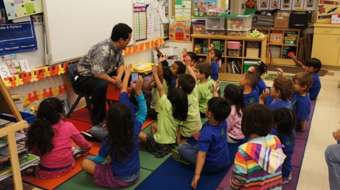 Dr. Les Chun, Chief of Clinical and Medical Affairs at MMMC talks to a Pomaika'i elementary class about heart healthy habits. Courtesy photo.