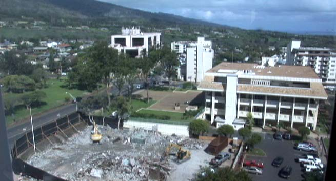 Old Wailuku Post Office demolition (foreground). File photo by Wendy Osher.