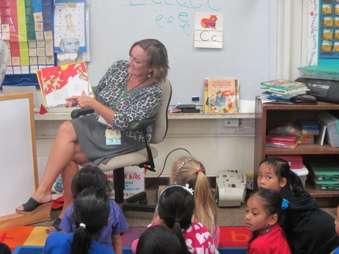 MMMC Infection Control Director Ramona Chapman reads to Kahului Elementary kindergarteners. Courtesy photo.