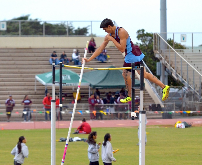 Baldwin's Tyler Feiteira clears the pole vault bar at 13 feet, 9 inches Saturday at  the finals of the Yamamoto Invitational. Photo by Rodney S. Yap.