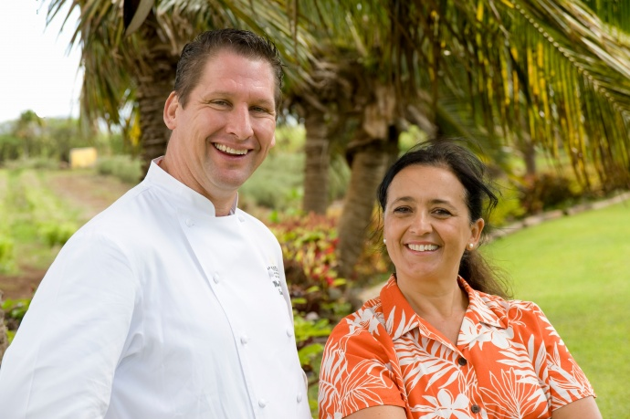 Manu Vinciguerra of Kumu Farms and Executive Chef Marc McDowell of Mākena Beach & Golf Resort. Featured ingredient: Papaya. Photo by Steve Brinkman, courtesy of Kaʻuhane Inc.