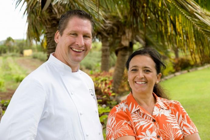 Manu Vinciguerra of Kumu Farms and Executive Chef Marc McDowell of Mākena Beach & Golf Resort. Featured ingredient: Papaya. Photo by Steve Brinkman, courtesy of Kaʻuhane Inc.