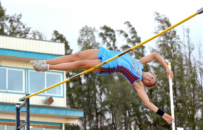 Baldwin High School pole vaulter Amber Kozaki clears 13 feet. Photo by Rodney S. Yap.