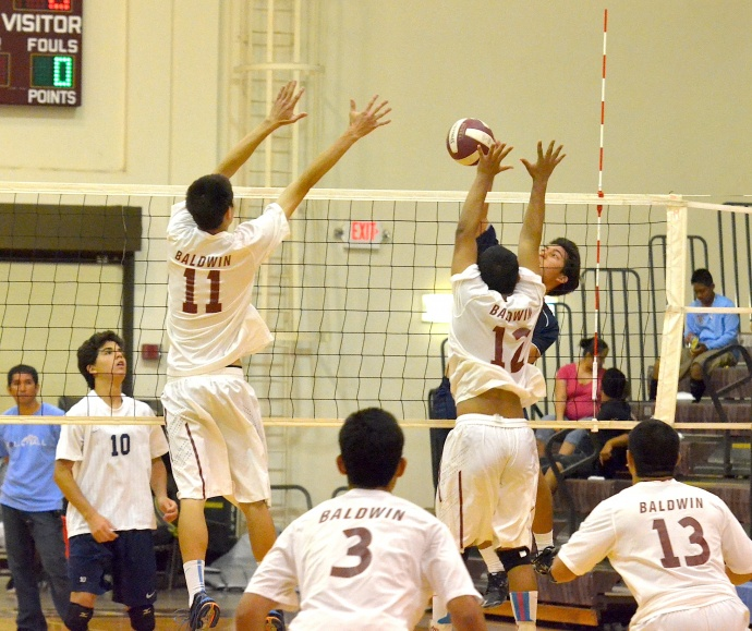 Kamehameha Maui's Kekoa Travis Uyechi goes wide, around the Baldwin block led by Trent Helle (11) and Kyson Kaiama (12). Photo by Rodney S. Yap.