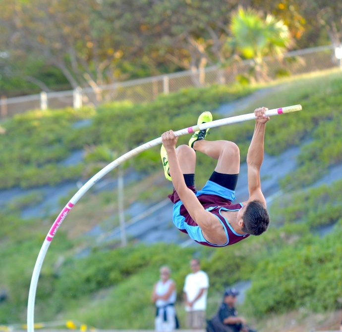 Baldwin's Tyler Feiteira shows his winning form in the boys pole vault. Photo by Rodney S. Yap.