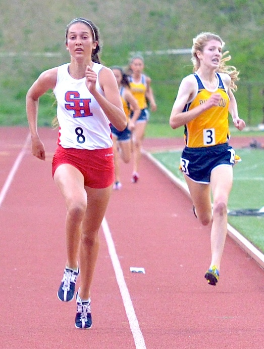 Seabury Hall's Dakota Grossman sprints to the finish line of the 3,000 ahead of Punahou's Teri Brady. Photo by Rodney S. Yap.