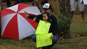 Keiki were among those holding signs at a demonstration this morning that was organized in protest of the planned lottery for placement in the Hawaiian language immersion kindergarten at Pāʻia Elementary School on Maui. Photo by Wendy Osher.
