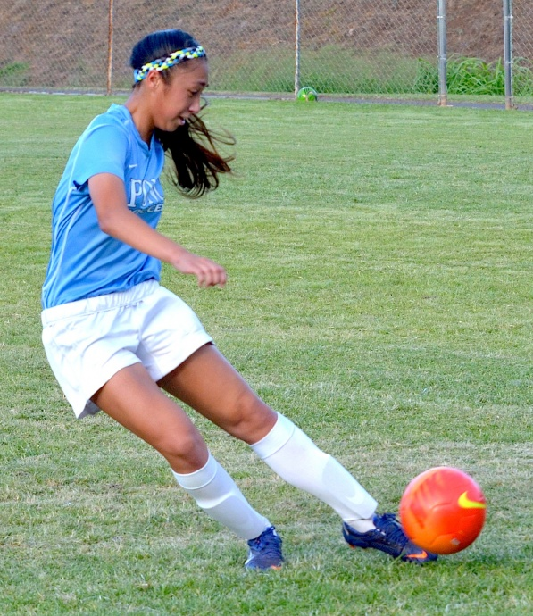 Pono soccer player Ilihia Keawekane puts her foot to the ball. Photo by Rodney S. Yap.
