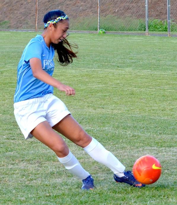 Pono soccer player Ilihia Keawekane puts her foot to the ball. Photo by Rodney S. Yap.