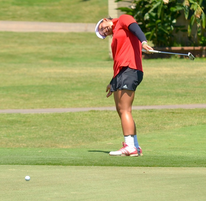 Iolani's Zoey Akagi-Bustin uses her body to steer in this putt attempt on No. 16 Wednesday. Photo by Rodney S. Yap.