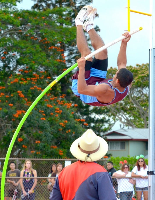 Baldwin's Dusty Flores cleared 13 feet, 6 inches to finish fourth in the boys pole vault. Photo by Rodney S. Yap.