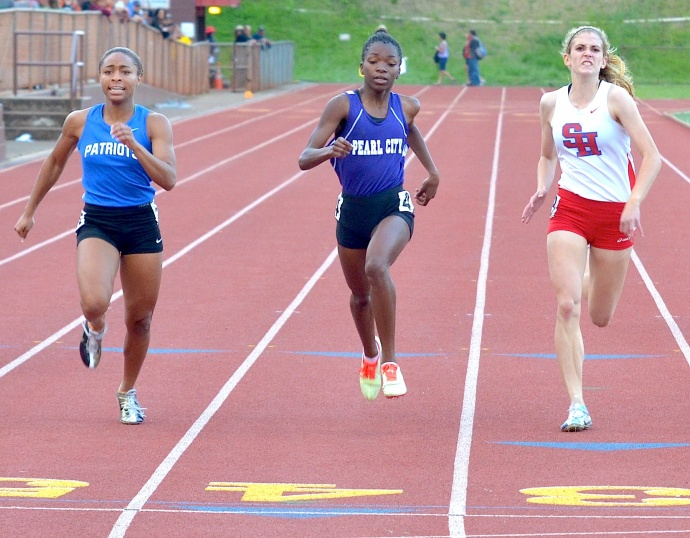 Seabury Hall's Alyssa Bettendorf finished third in the 200-meter dash behind Raion Black of Christian Academy (left) and Diamond Briscoe of Pearl City (middle). Photo by Rodney S. Yap.