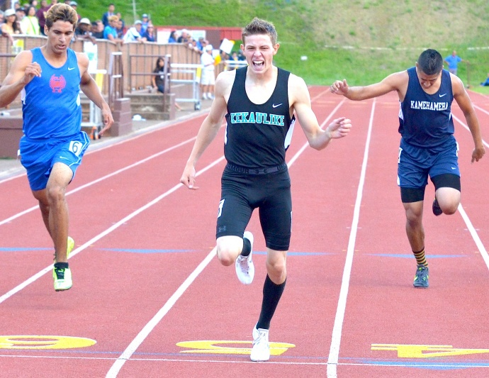 King Kekaulike sophomore Jake Jacobs won the boys 400-meter dash in  49.77 seconds. Kamehameha Kapalama's Logan Ne (right) was sixth in 50.92 and Christian Liberty's Kekoa Mundo (left) was second in 50.44. Photo by Rodney S. Yap.