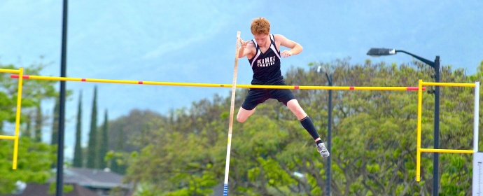 Kihei Charter High School pole vaulter Lucas Zarro finished third in the boys pole vault at 13 feet, 6 inches. Photo by Rodney S. Yap.