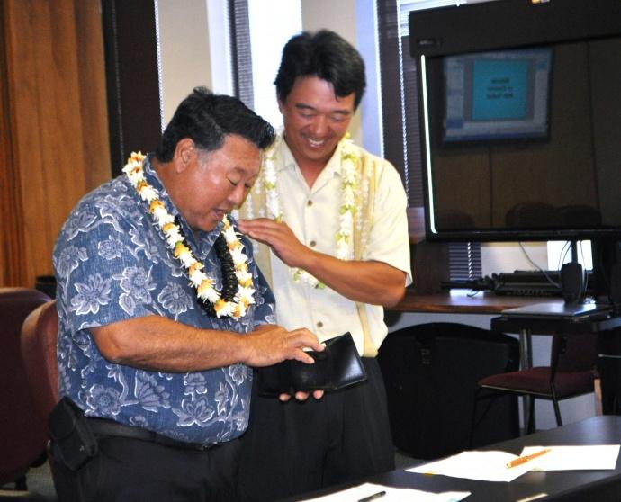 Mayor picks up the tab for rent.  Photo courtesy: Lois Whitney, Office of Mayor Alan Arakawa.