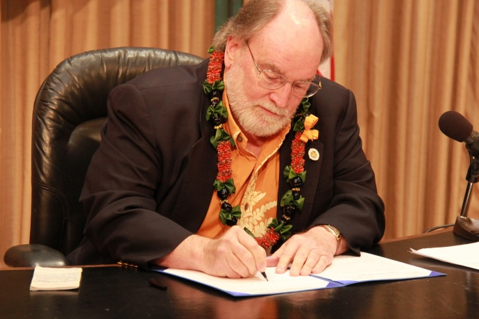 File photo courtesy Office of the Governor, State of Hawaiʻi.