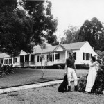 Parde and Betsy Erdman, next to their home, which now serves as the winery tasting room. Courtesy photo