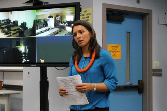Rep. Tulsi Gabbard (right) speaks with Maui stakeholders during a meeting discussing the future of the Native Hawaiian Education Act. Photo by Wendy Osher.