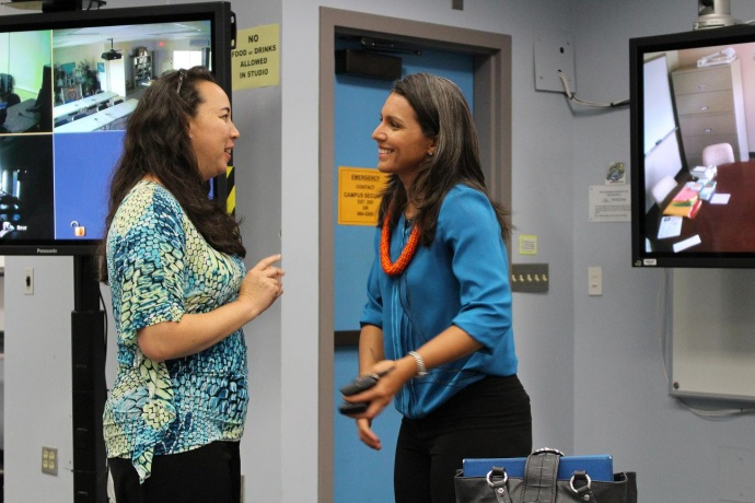 Rep. Tulsi Gabbard (right) speaks with Malia Davidson from the Liko A'e Program at UHMC during a stakeholders meeting for Native Hawaiian education. Photo by Wendy Osher.