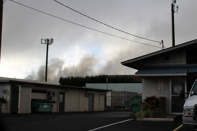 Kahului strucutre fire. Photo by Wendy Osher.