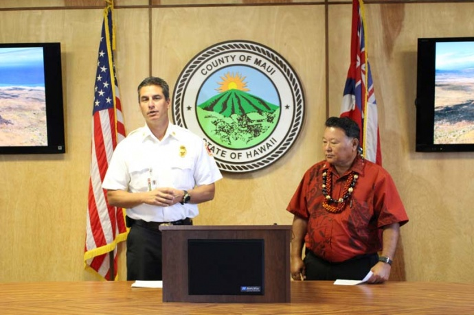 Maui Fire Chief Jeff Murray (left), and Maui Mayor Alan Arakawa (right) appeared on Tuesday, July 23, 2013 to discuss the Kaupo fire and other suspected arson fires on the island. Photo by Wendy Osher.